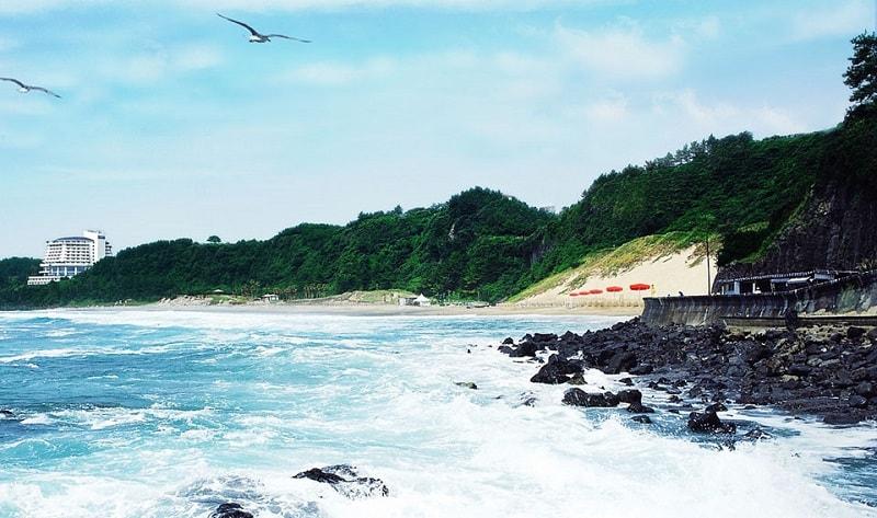 Khung cảnh biển ở Jungmun