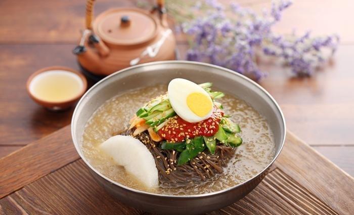 Miến lạnh Naengmyeon