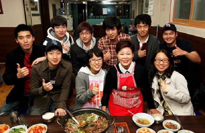Trả tiền sau khi ăn ở Hàn Quốc