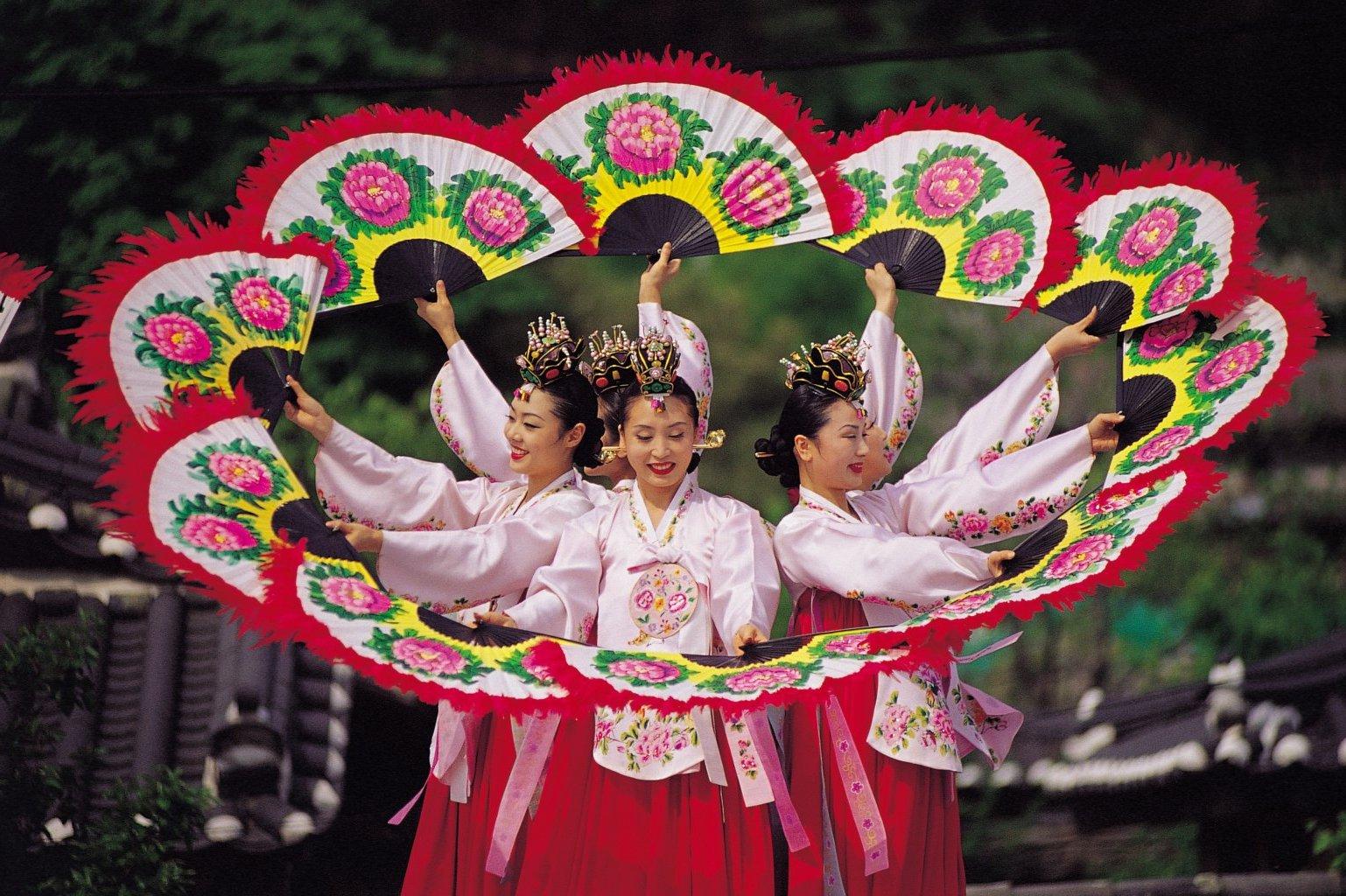 Các lễ hội truyền thống đặc sắc